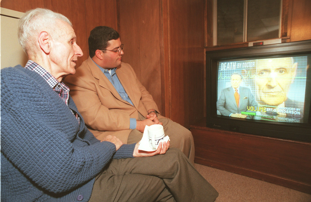 Description of . Dr. Jack Kevorkian and his attorney David Gorosh watch the airing of the newsmagazine, '60 Minutes' Sunday night, which aired a video tape of Kevorkian performing  euthanasia to a  Waterford man  , Thomas Youk, 52 , back in September of this year. Kevorkian gave the video tape to CBS ,60 Minutes, in order to press the legal issue of euthanaisa in Michigan.(The Oakland Press/Amy E. Powers)Detroit Papers Out/Mags Out.