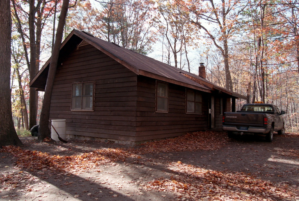 Description of . Cabin in the Bald Mountain State Recreational Area in Oakland Twp, where Kevorkian assisted in the suicides of two women in 1991.  For Halloween story on scary places.