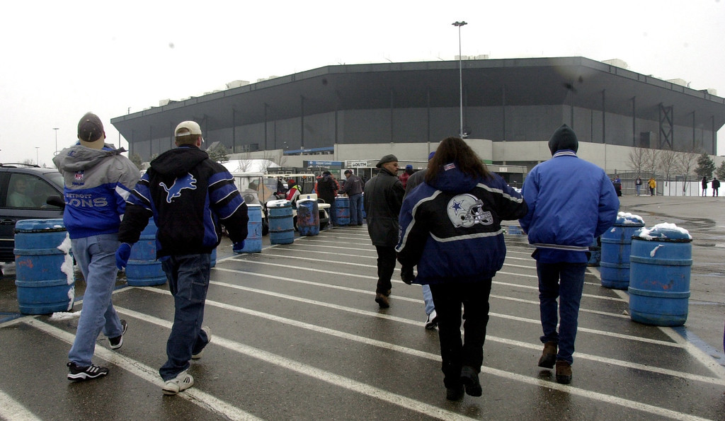 Description of . Fans file into the Pontiac Silverdome prior to the start of Sunday's game against the Dallas Cowboys at the Pontiac Silverdome. The Lions won 15-10 over Dallas to end the season and their final game played at the Silverdome.