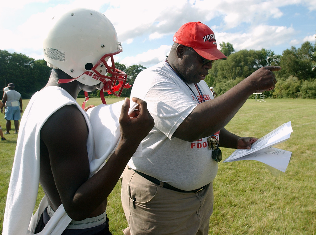 Description of . Pontiac Northern High School football head coach Keith Stephens, right, calls a play for the special teams unit to run during practice, Tuesday, August 8, 2006, at Northern HS in Pontiac, Mich.  (The Oakland Press/Jose Juarez)