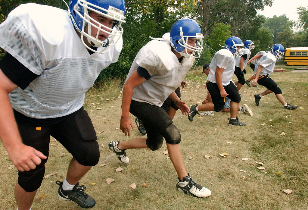 Description of . Southfield Christian High School football defensive linemen work on their timing coming off of a snapped ball during practice, held at Southfield Christian HS in Southfield, Mich., Monday, August 14, 2006.  (The Oakland Press/Jose Juarez)
