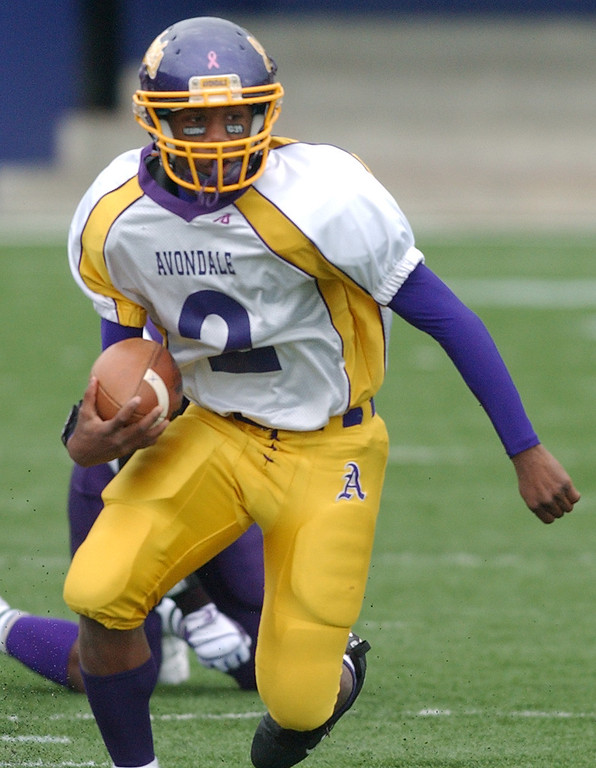 Description of . Auburn Hills Avondale High School football player Tony Harris runs for yardage against Pontiac HS during second quarter action.  Photo taken on Saturday, October 17, 2009, in a game played at Wisner Stadium in Pontiac, Mich.  (The Oakland Press/Jose Juarez)
