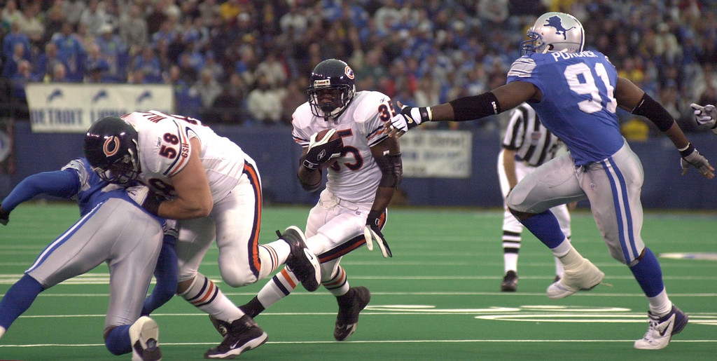 . Anthony Thomas (35) of the Chicago Bears breaks up the middle as Robert Porcher (91) of the Detroit Lions gives chase in the first half of action during  Sunday\'s game played at the Pontiac Silverdome on Sunday Dec. 30, 2001. The Bears won 24-0 over the Lions.