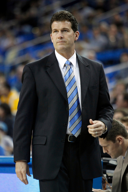Description of . UCLA head coach Steve Alford on the sidelines in the first half of their NCAA college basketball game against Oakland Tuesday, Nov. 12, 2013, in Los Angeles. (AP Photo/Alex Gallardo)