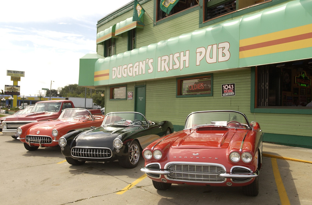 Description of . Duggan\'s Irish Pub, near the center of the Woodward Dream Cruise. The Oakland Press/DOUG BAUMAN
