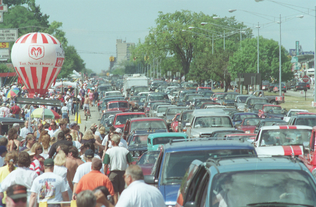 Description of . dream cruise of 96 crowds and cars