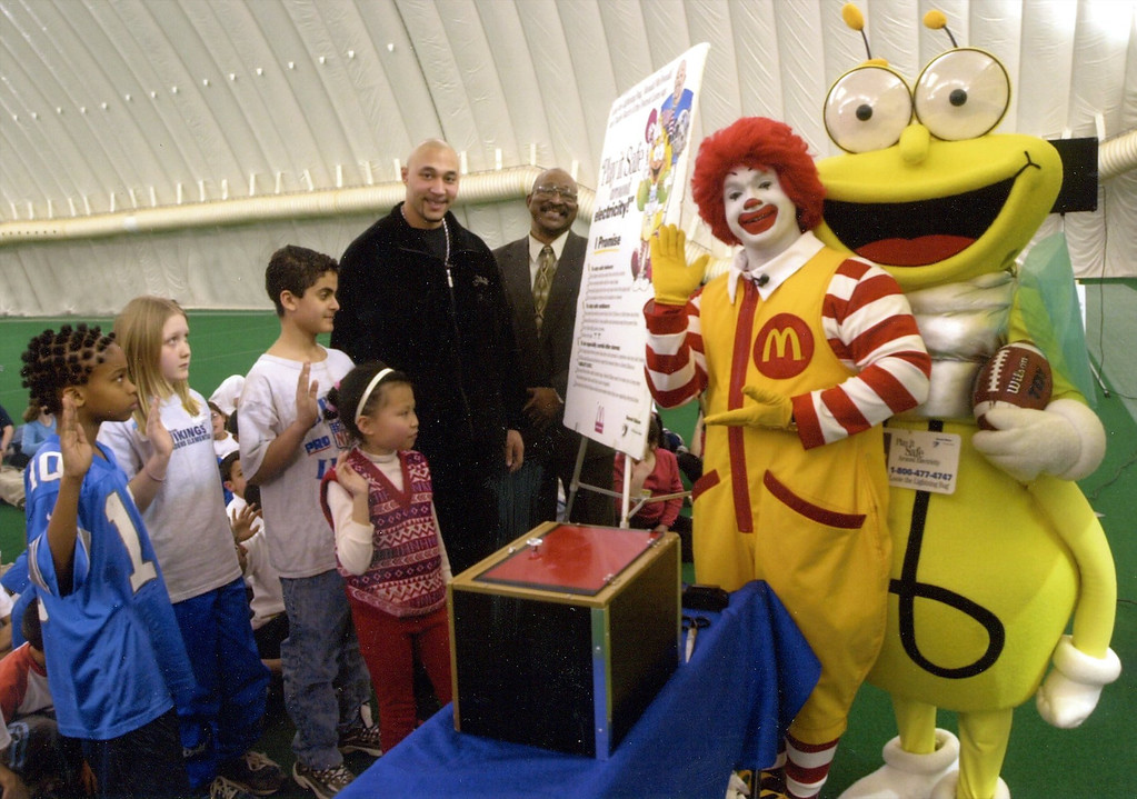 . Detroit Edison, McDonald\'s Restaurants of Southeastern and Detroit Lions Quarterback Charlie Batch have teamed up this spring to ask more than 500,000 students to pledge to play it safe around electricity.
