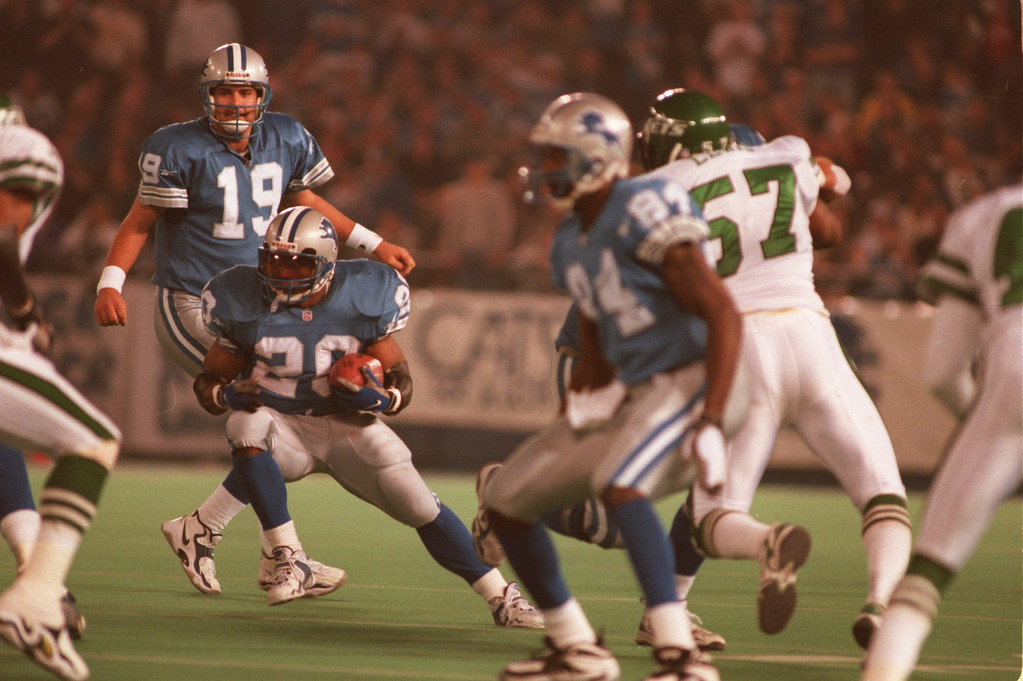 . Barry Sanders (20) recording breaking run to break the 2000 yards mark for the season. Sanders finished the season with 2053 yards.