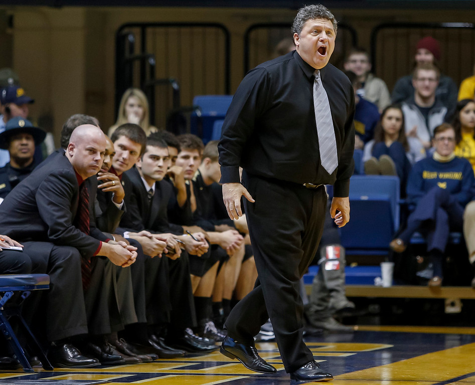 Description of . Oakland head coach Greg Kampe argues a foul call during the second half of an NCAA college basketball game against West Virginia at WVU Coliseum in Morgantown, W.Va., Wednesday, Dec. 19, 2012. West Virginia defeated Oakland 76-71 (AP Photo/David Smith)