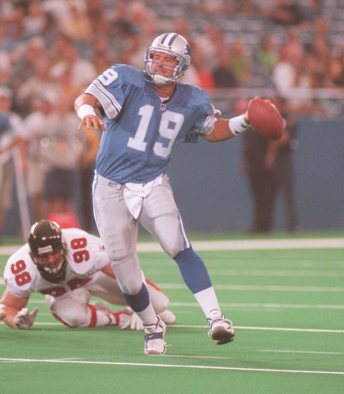 . Detroit Lions quarterback Scott Mitchell (#19) scrambles to get off a pass against the Atlanta Falcons during first quarter action at the Pontiac Silverdome, Friday, August 14, 1998.