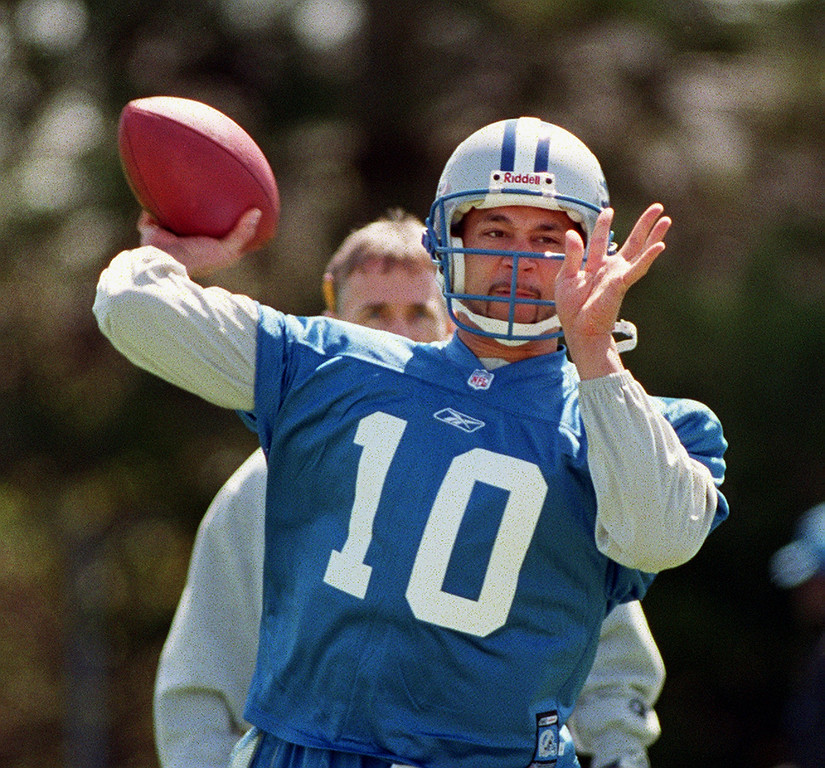 . Detroit Lions quarterback Charlie Batch (#10) practices passing drills during the Lions morning session of mini camp, Friday, April 27, 2001, at the Lions practice facility in Pontiac, Mich.