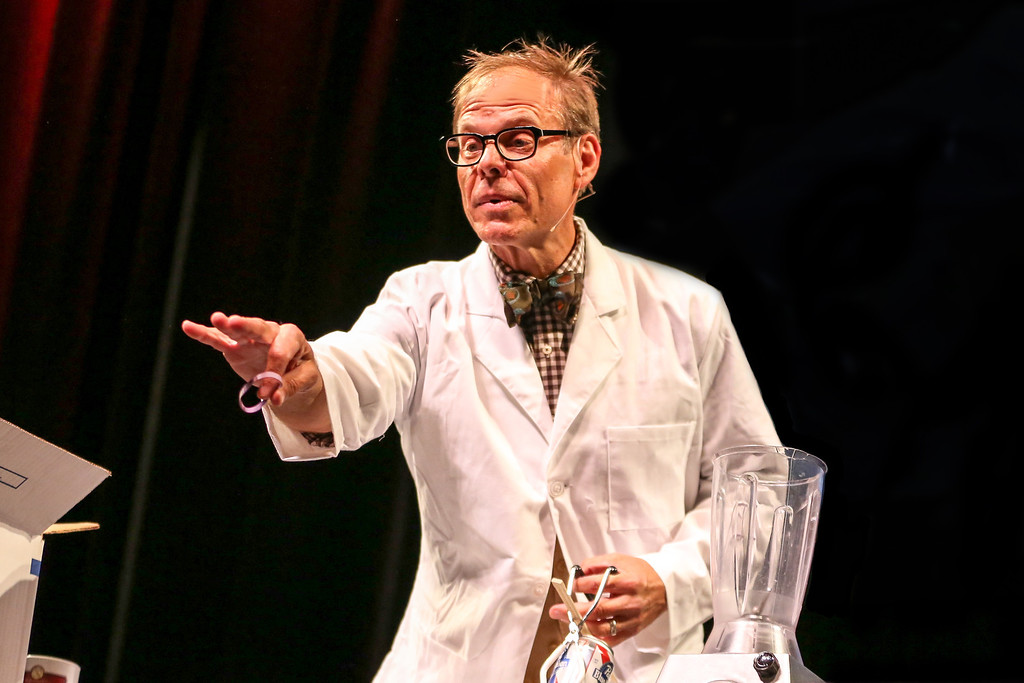 Description of . TV chef and chemistry of cooking expert Alton Brown will appear in a live show at the Fox Theatre in Detroit on Saturday, Nov. 2.