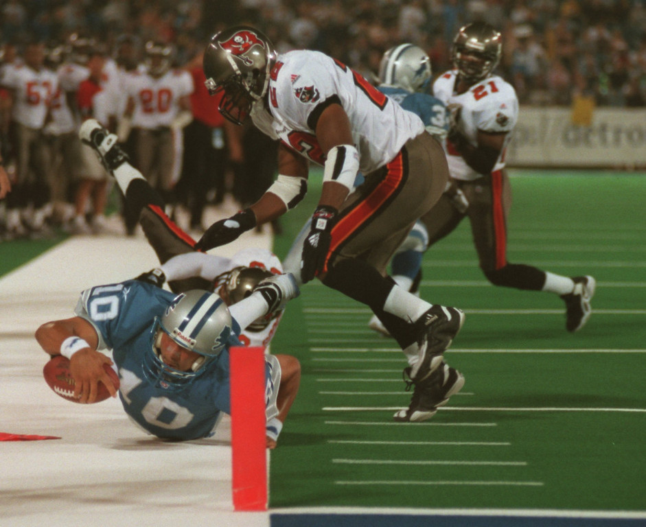 . Detroit Lions quarterback Charlie Batch (10) comes up short as he reaches for a first down near the goal line in the frist quarter during Monday nights game against the Tampa Buccaneers at the Pontiac Silverdome.