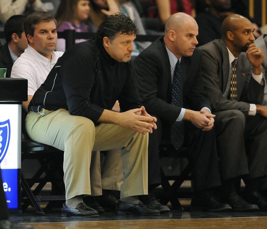 Description of . Oakland University men's basketball head coach Greg Kampe, left, watches his team play against Southern Utah during second half action.  OU beat SUU, 81-65.  Photo taken on Thursday, December 2, 2010, in a game played at the Athletics Center in Rochester Hills, Mich.  (The Oakland Press/Jose Juarez)