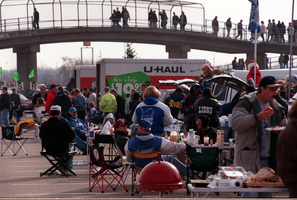 Description of . Turkey Day tailgating before the Lions and Bears game. Detroit beat Chicago, 21-17, on Thanksgiving Day at the Pontiac Silverdome, Thursday, November 25, 1999.