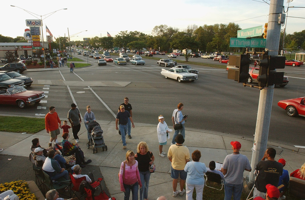 . Motorists head south on Woodward Avenue at 13 Mile Road, Thursday, August 19, 2004, in Royal Oak, Mich.