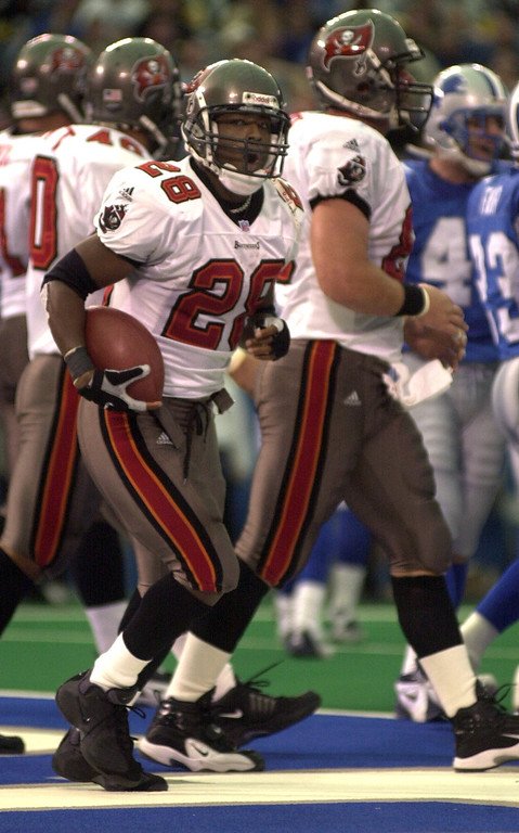 . Tampa Bay running back Warrick Dunn celebrates his touchdown during the Bucs 20-17 victory over the Detroit Lions at the Pontiac Silverdome Sunday.