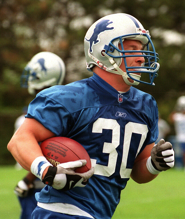 . Detroit Lions  Cory Schlesinger during a recent practice at the Pontiac Silverdome.