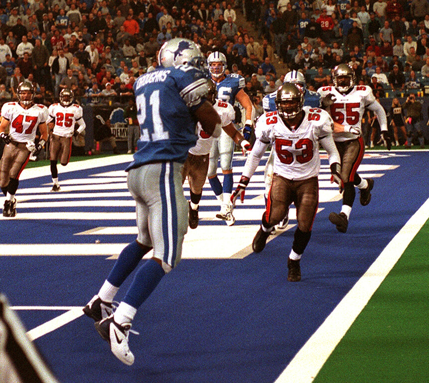 . Lionsrunning back Ruben Droughns catches and 8 yard pass from Charlie Batch in the third Quarter against the Bucs. The Tampa Bay Buccaneers beat the Detroit Lions 20-17 at the Pontiac Silverdome.
