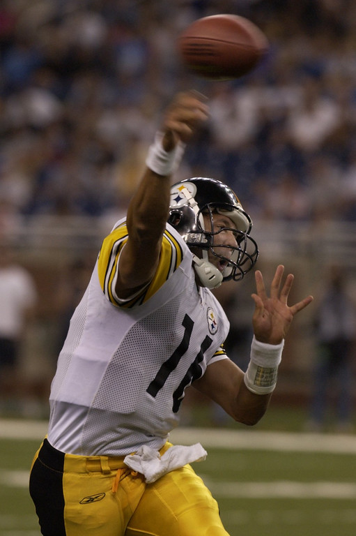 . Steelers quarterback Charlie Batch throws a pass late in the fourth quarter of the Detroit Lions 34-22 loss to the Pittsburgh Steelers at Ford Field Sat. Aug. 24, 2002.  Batch used to play for the Lions.