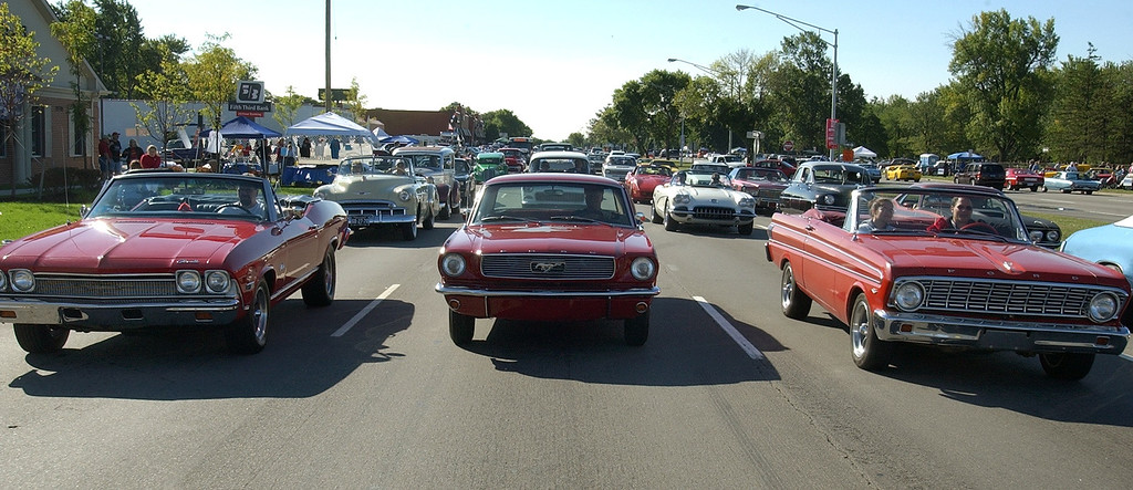 . Cruisers jam Woodward Ave. in Royal Oak during the 2004 Woodward Dream Cruise, Saturday August 21, 2004.