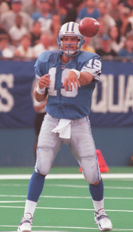 . Detroit Lions quarterback Scott Mitchell attempting a pass against the Cincinnati Bengals. Mitchell was 15 for 31 for 204 yards and two interceptions. Bengals beat the Lions, 34-28.