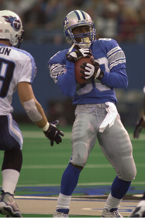 . Detroit Lions Desmond Howard had a big day against the Tennessee Titans on special teams and wide receiver. It wasn\'t enough as the Titans defeated the Lions 27-24 Sunday, October 21, 2001 at the Pontiac Silverdome.