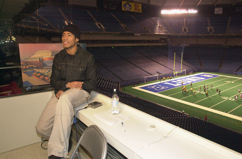 Description of . Detroit Lions wide receiver Johnnie Morton wraps up filming a segment for NBC's The Tonight Show with Jay Leno, Wednesday, December 19, 2001, at the Pontiac Silverdome in Pontiac, Mich.  Morton had publicly told the media that Leno could