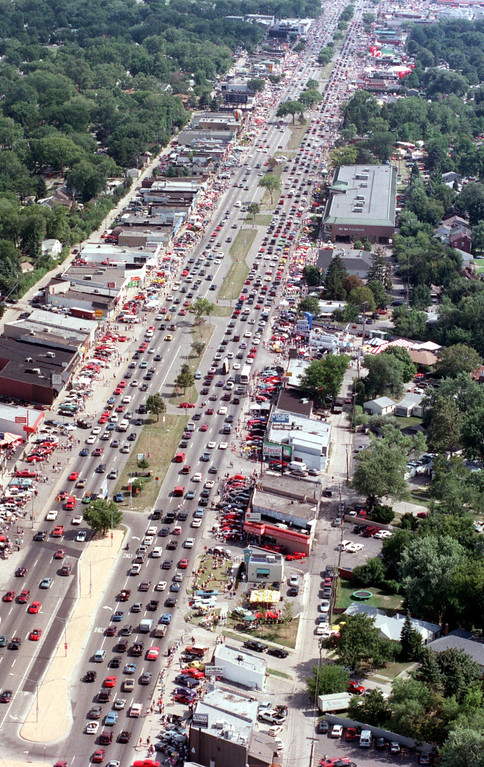 Description of . Aerial view, with southbound cars on right side of photo, of Royal Oak, Mich., during the Dream Cruise, Saturday, August 21, 1999.