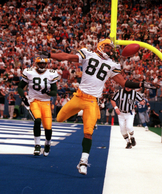 . Antonio Freeman (86) of the Green Bay Packers  juggles the ball out of bounds in the fourth quarter as teammate Tyrone Davis (81) during Sundays game against the Detroit Lions at the Pontiac Silverdome Lions won 23-15 over Green Bay.