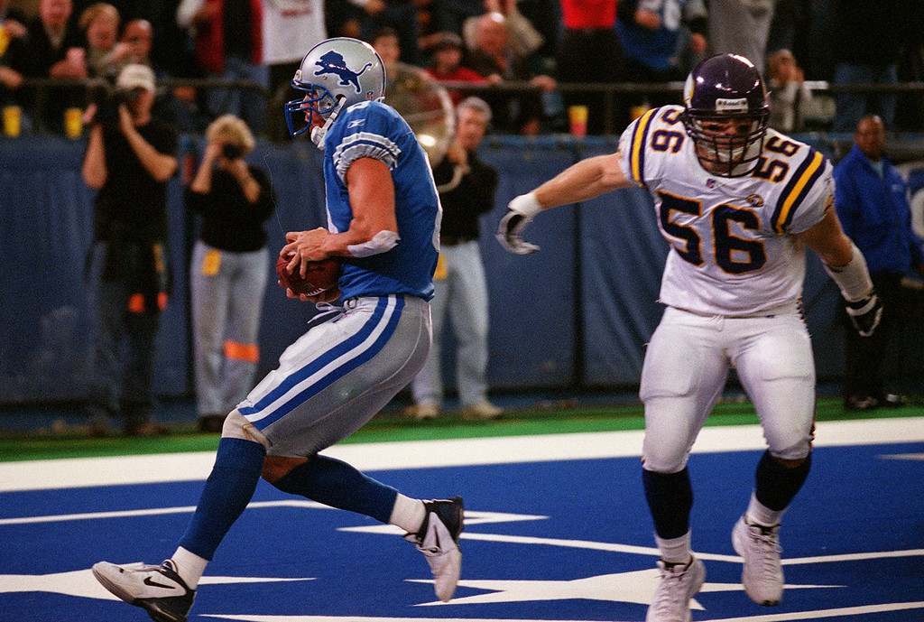 . Detroit Lions quarterback Mike McMahon (left) scrambles into the endzone for a touchdown follwed by Minnesota\'s Jim Nelson late in the Lions\'  27-24  victory at the Silverdome Sunday.  The Lions are now 1-12.