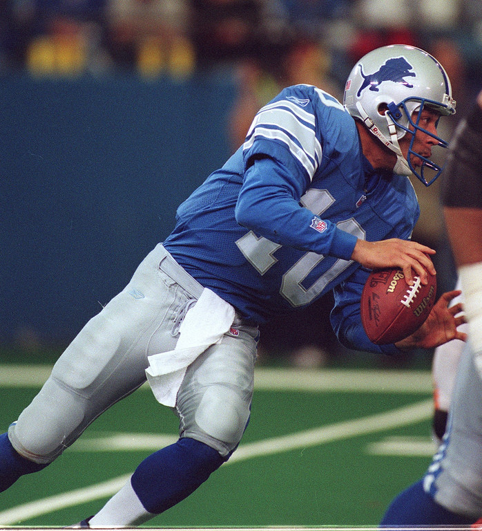 . Detroit Lions quarterback Charlie Batch looks to pass during Sunday\'s game against the Cincinnati Bengals at the Silverdome.
