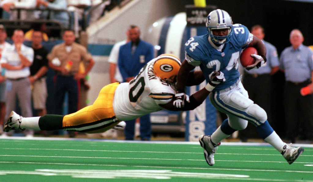 . Ron Rivers (34) of the Detroit Lions breaks a short run in the second half as Green Bay Packer Vonnie Holliday (90) tries to tackle him during Sundays game against the Green Bay Packers at the Pontiac Silverdome Lions won 23-15 over Green Bay.