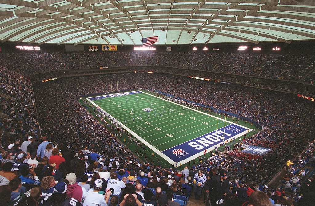 Description of . The Detroit Lions kick off to the Dallas Cowboys at the start of their last game at the Pontiac Silverdome Sunday January 6, 2002. The Lions went on to beat the Cowboys 15-10, ending the season with a 2-14 record