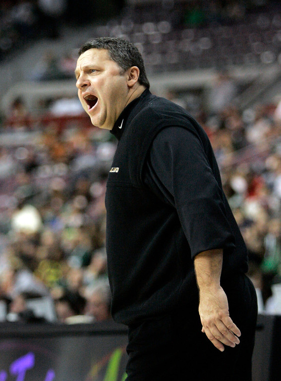 Description of . Oakland head basketball coach Greg Kampe yells from the sidelines during the first half of the NCAA basketball game against Oregon at The Palace of Auburn Hills, Mich., Saturday, Dec. 22, 2007. Oakland stunned No. 23 Oregon 68-62 for their first win over a Top 25 team in school history.  (AP Photo/Carlos Osorio)