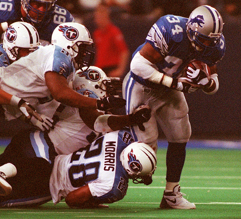 . Detroit Lions running back James Stewart (right) slips four Tennesse Titan tacklers to rack up a few yards during the Lions 27-24 loss at the Pontiac Silverdome Sunday.