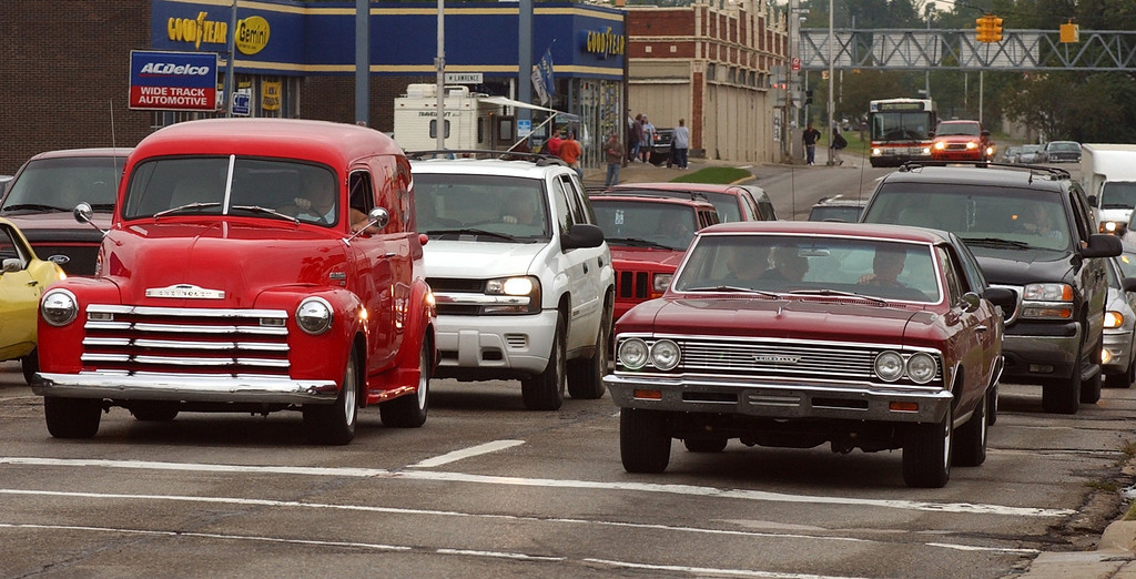 Description of . Classic cars make their way down Woodward Ave. near downtown Pontiac during Friday night\'s Woodward Dream Cruise. The annual classic cruise goes from Pontiac to Ferndale covering 16-miles of classic cars, food & entertainment along the way.