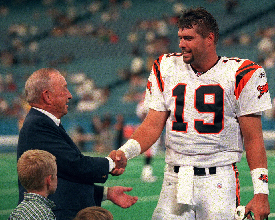 . Before the Detroit Lions exhibition game against the Cincinnati Bengals at the Pontiac Silverdome Friday night, former Lions quarterback Scott Mitchell (Bengals backup quarterback) came over to shake hands with his former boss William Clay Ford Senior.