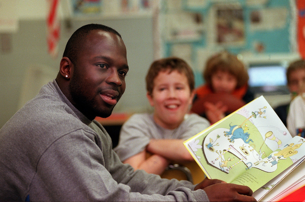 """. Detroit Lions running back Sedrick Irvin, reading to Dave Abbott\'s 4th grade class at Pine Tree Elementary School in Lake Orion.  Irvin was reading Dr. Seuss\' \""""Oh, The Places You Will Go.\"""""""