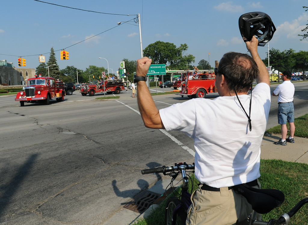 Description of . Gary Cole of Berkley, Mich., shows enthusiastic support as the Lights & Sirens Cruise traveled from Ferndale all the way into the Royal Oak/Berkley area, as the caravan makes a u-turn on 12 Mile Road, to head back south on Woodward towards Ferndale again.  Later, the city of Berkley's own Cruisefest would take place along 12 Mile Road .  Photo taken on Friday, August 14, 2009, in Berkley, Mich.  (The Oakland Press/Jose Juarez)