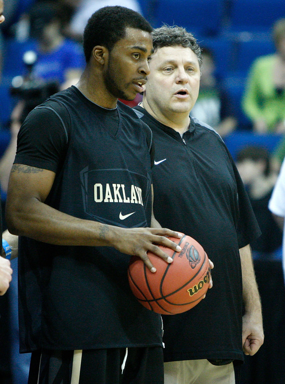 Description of . Oakland head coach Greg Kampe, right, talks with guard Reggie Hamilton, left, during a practice for the West regional second round NCAA college basketball tournament in Tulsa, Okla., Thursday, March 17, 2011. (AP Photo)