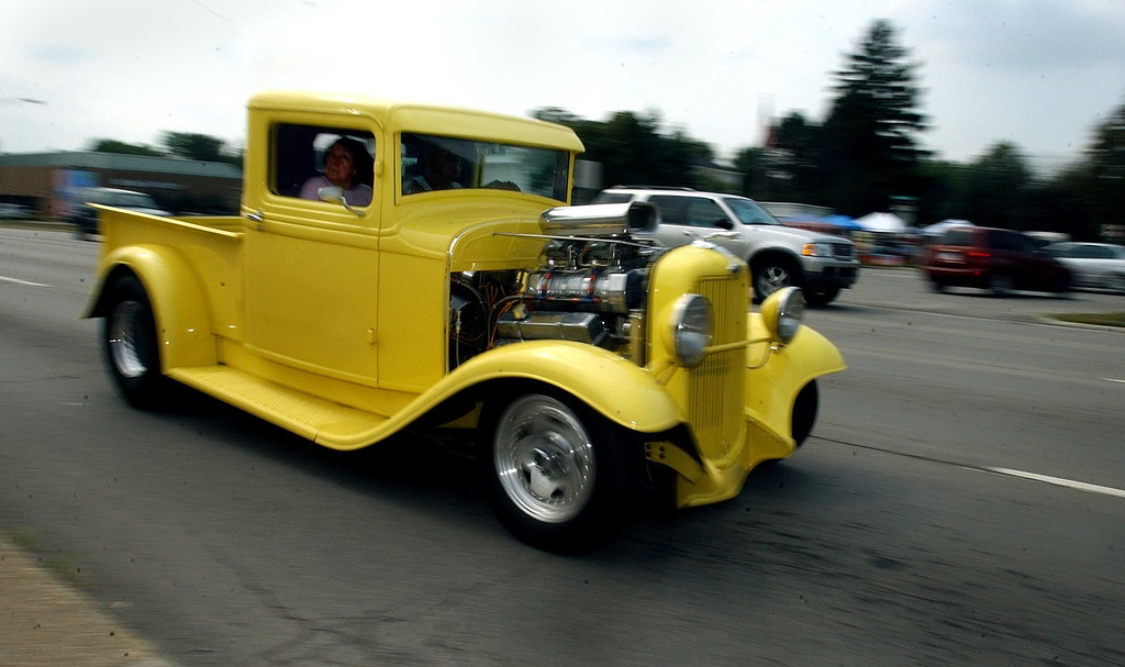 Description of . Cruisers drive northbound on Woodward Avenue in Royal Oak and get a head start on tomorrow\'s Woodward Dream Cruise. (Oakland Press Photo/Vaughn Gurganian)