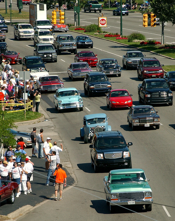 Description of . Fans watch classic cars heading southbound on Woodward Avenue during the annual Dream Cruise.  Photo taken on Saturday, August 16, 2008, in Birmingham, Mich.  (The Oakland Press/Jose Juarez)
