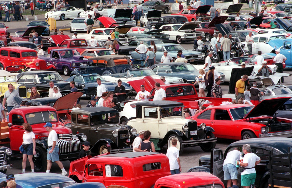 . A view of Dream Cruisers taking in the festivities at the Phoenix Center parking lot in Pontiac, Mich., Saturday, August 21, 1999.
