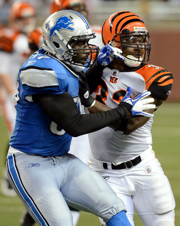 . Detroit Lions LB Justin Durant mixes it up with Bengals HB Cedric Benson during their preseason game against the Cincinnati Bengals at Ford Field, Friday August 12, 2011. (Oakland Press Photo By: Vaughn Gurganian)