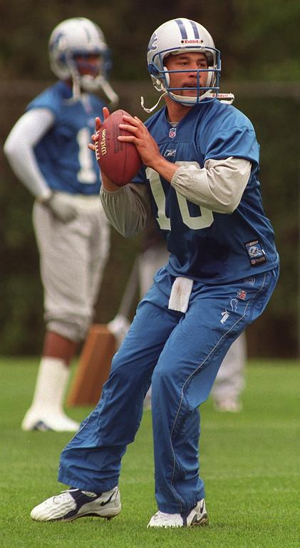 . Detroit Lions quarterback Charlie Batch drops back to pass during a recent practice at the Pontiac Silverdome.