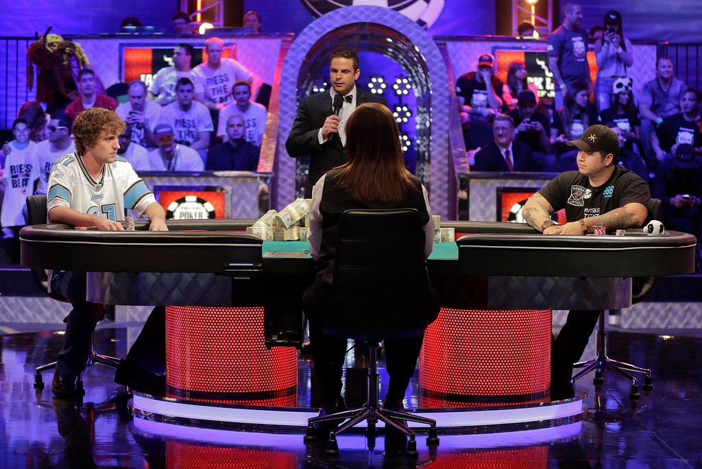 Description of . Ryan Riess, left, and Jay Farber begin play as the two remaining players at the World Series of Poker final table, Tuesday, Nov. 5, 2013, in Las Vegas. (AP Photo/Julie Jacobson)