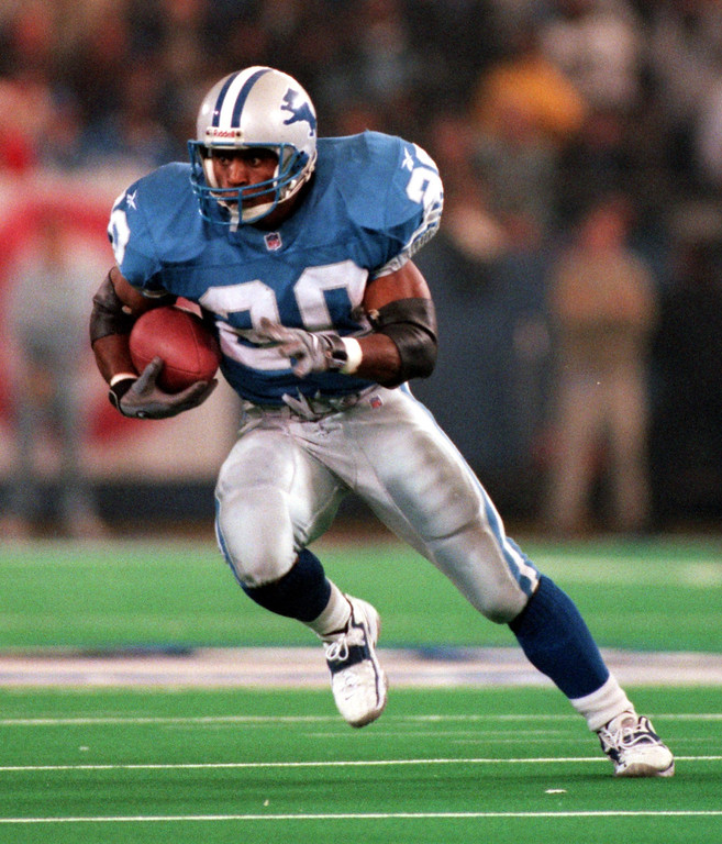 Description of . Barry Sanders gained only 33 yards on 20 carries in the Lions 19-16 overtime victory over the Pittsburgh Steelers  at the Pontiac Silverdome Thursday.