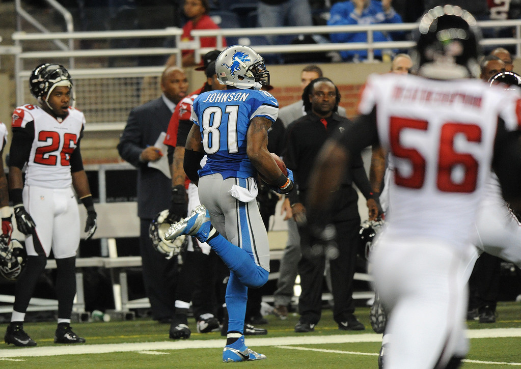 . Detroit Lions wide receiver Calvin Johnson (81) runs with the catch that broke Jerry Rice\'s single season yardage record, during  fourth quarter action against the Atlanta Falcons.  The Falcons beat the Lions, 31-18.  Photo taken on Saturday, December 22, 2012, at Ford Field in Detroit, Mich.  (Special to The Oakland Press/Jose Juarez)