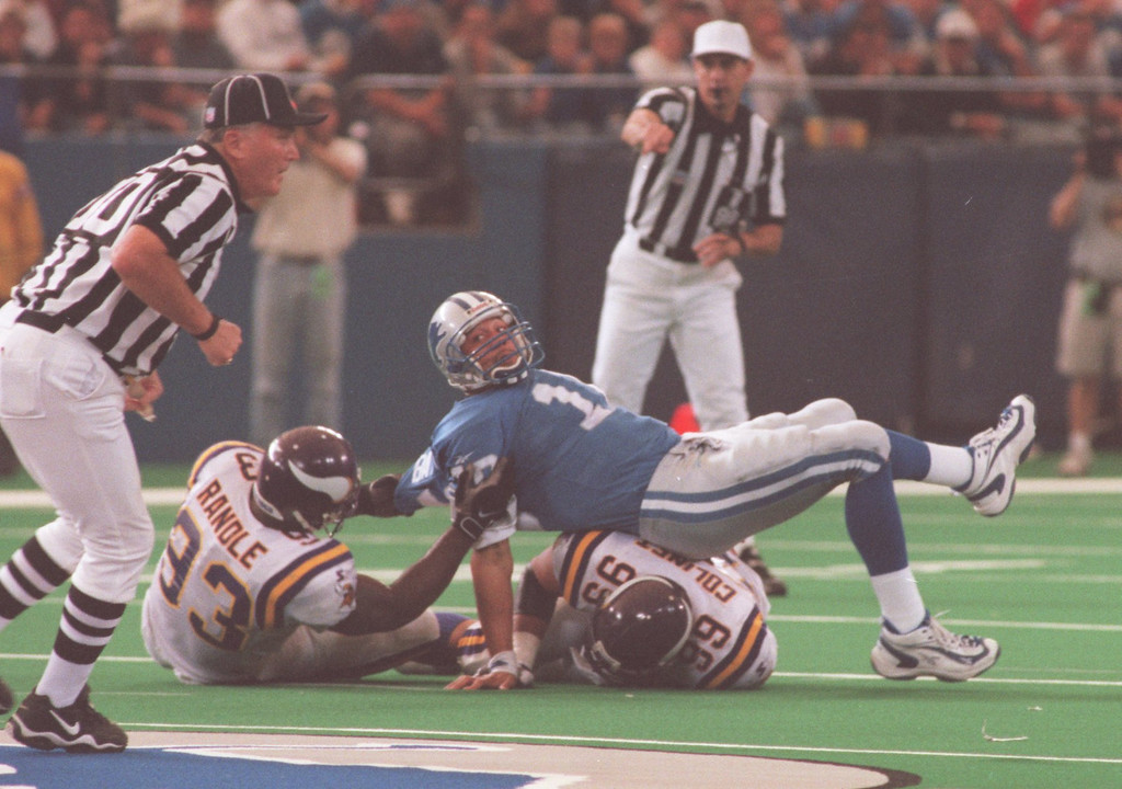 . Detroit Lions QB Charlie Batch looks for to the refs  LIons QB Charlie Batch looks to the refs after being pulled down by Vikings DT John Randle. Batch ended the day 20 of 37 for 231 yards. .   The Vikings beat the Lions 34-13.